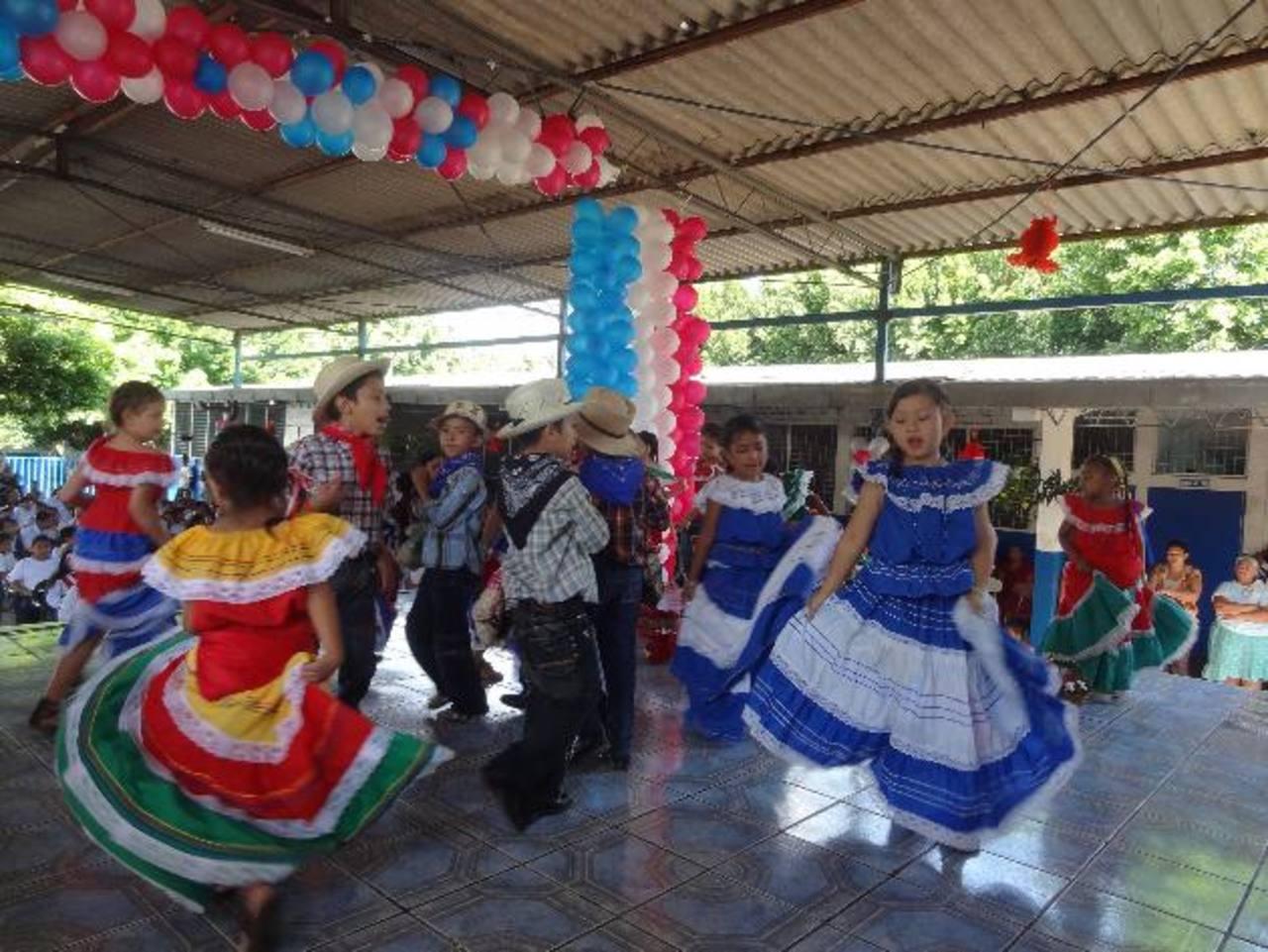 Los alumnos de la institución mostraron su talento ante representantes de la embajada de Taiwán. foto edh / cortesía