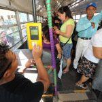 El pago del transporte público se hará con la tarjeta prepago.
