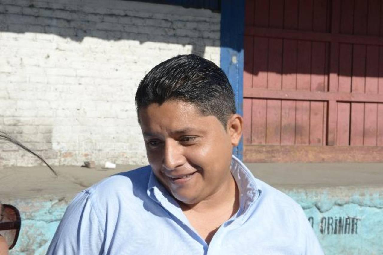 Luis Zometa viaja de San Miguel a San Salvador cada 15 días. Él se queja de la constante congestión vial. EDH /r. estrada