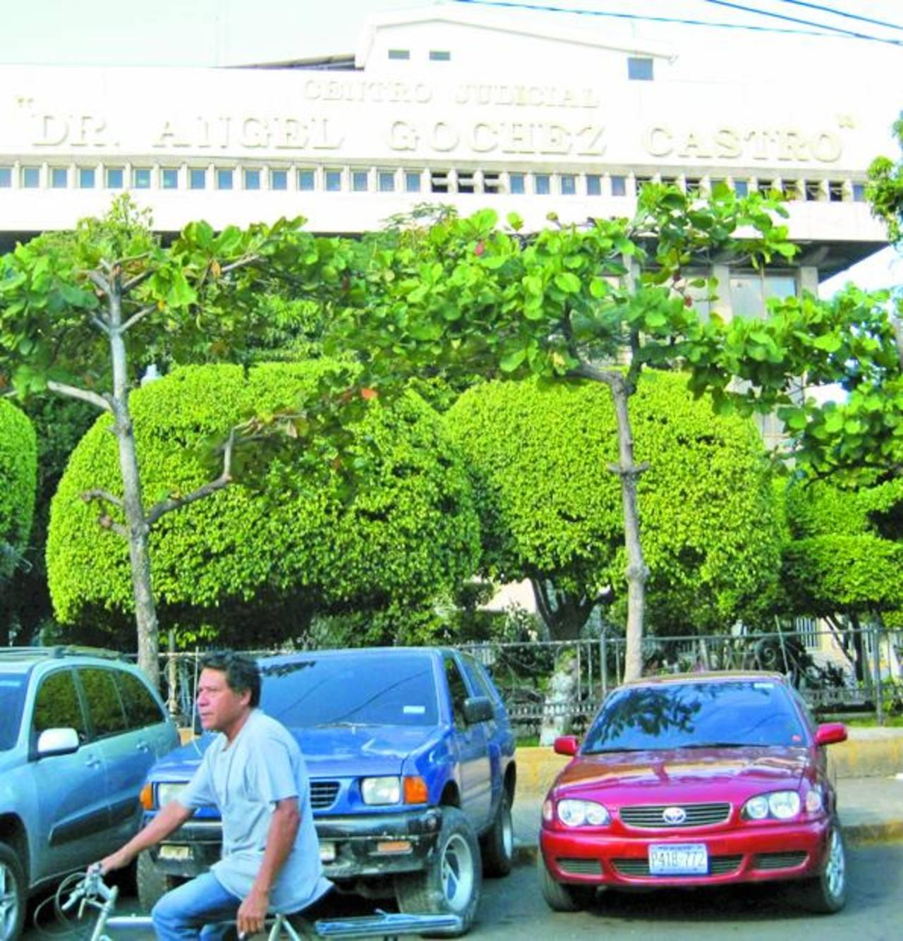 La audiencia contra el alcalde y su concejo será mañana en los tribunales de Santa Ana. Foto EDH / Iris Lima