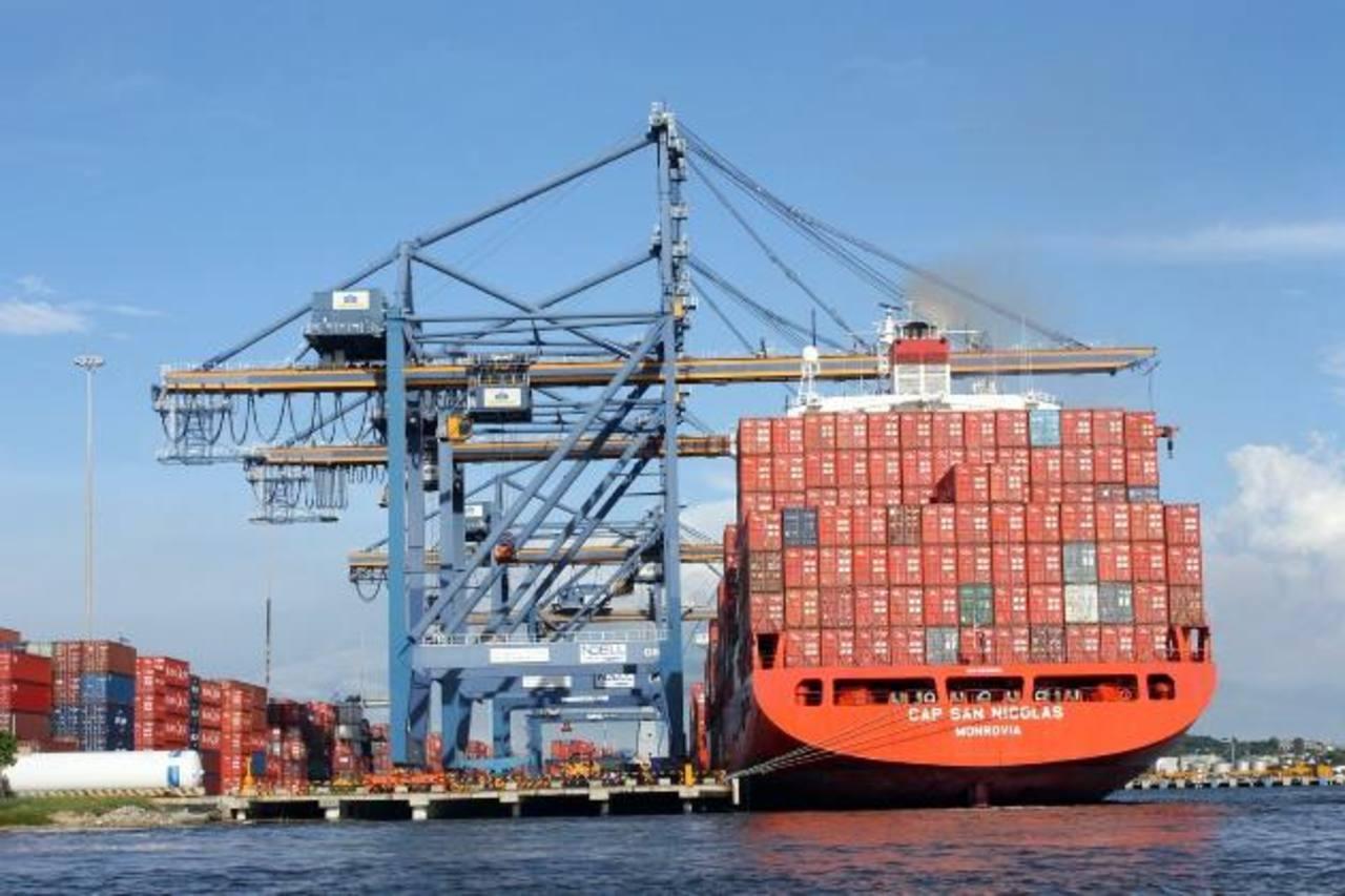 El puerto de Cartagena de Indias es el principal centro logístico de Colombia y un importante nicho de inversiones. FOTO EDH