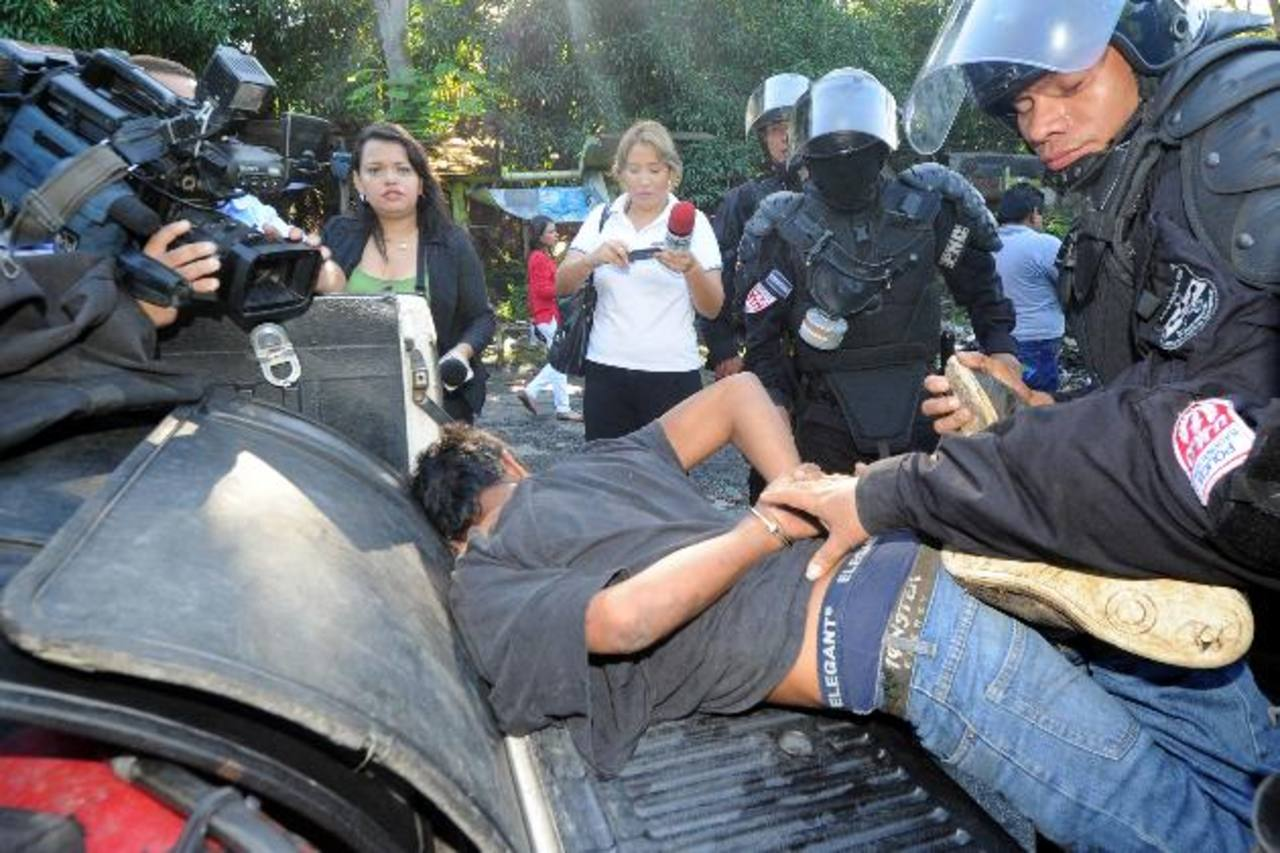 Durante la protesta, la PNC capturó a tres hombres.