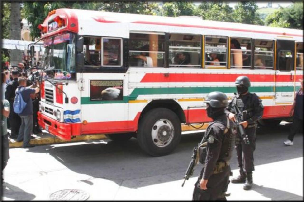 Lanzan botón de seguridad en buses de La Libertad.