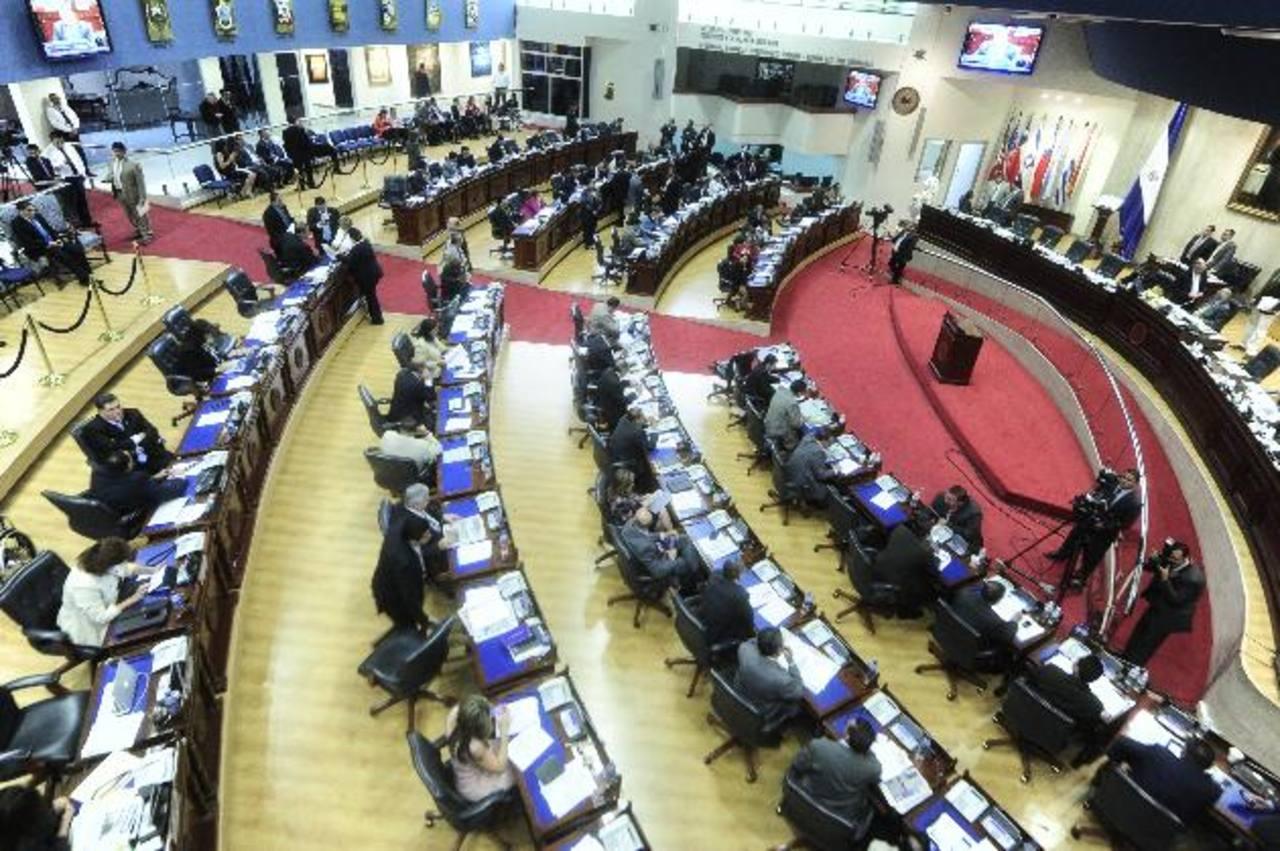 ARENA pedirá hoy que la Comisión Política analice revertir el bono navideño para los 84 diputados. La petición podría ser discutida y aprobada en la plenaria de mañana. foto edh / archivo