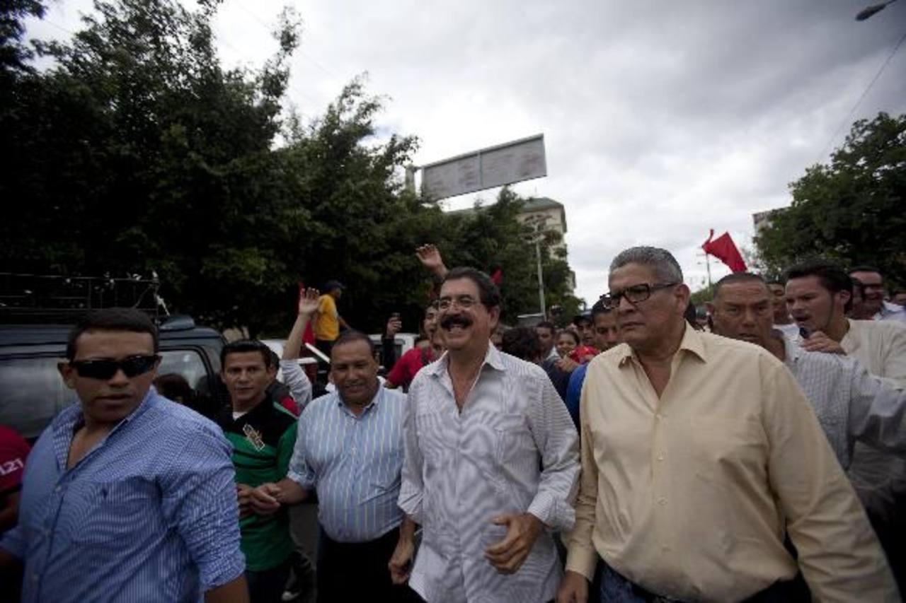 Durante el día, el depuesto expresidente Manuel Zelaya desconocía los resultados del TSE.