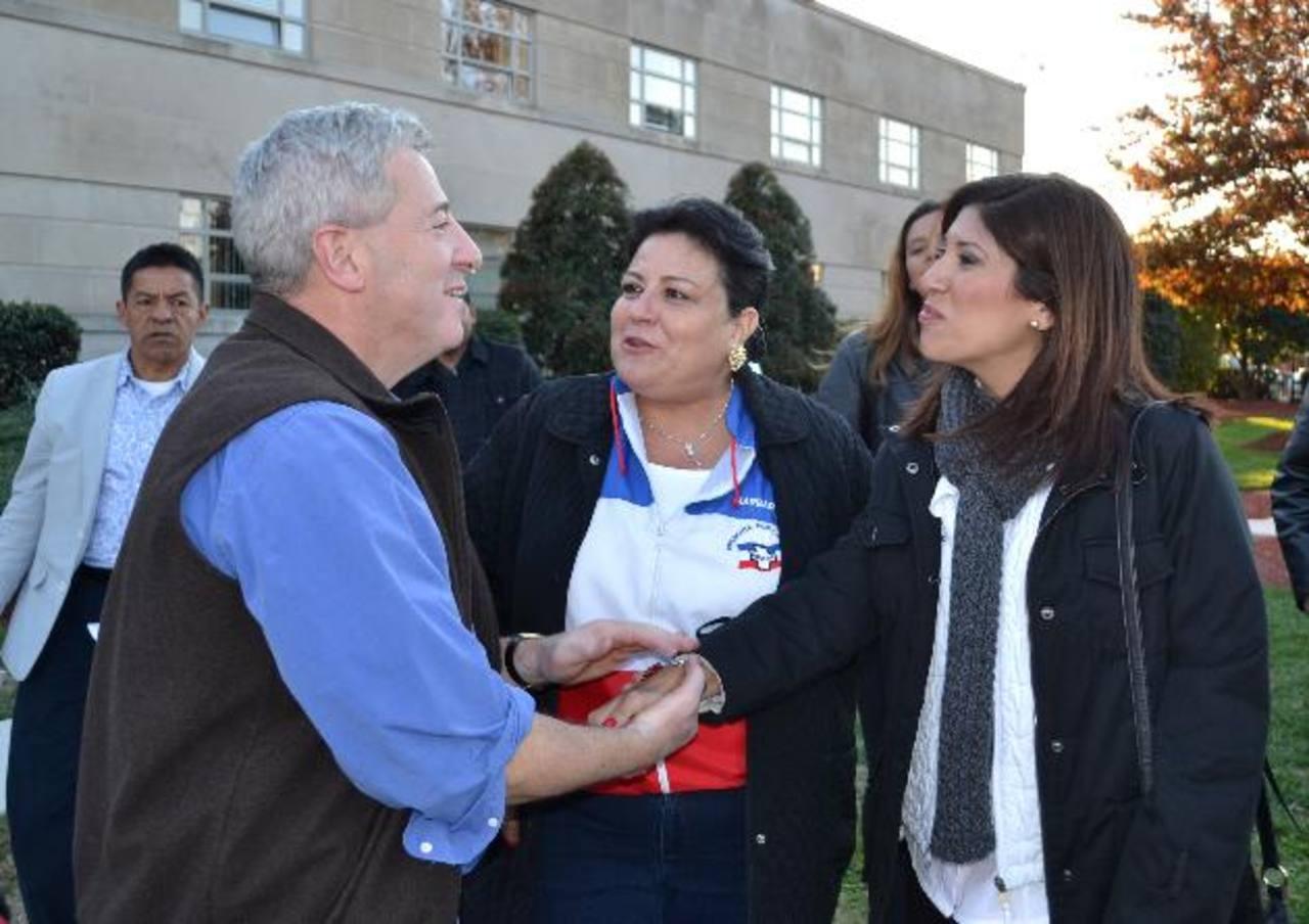 La hija del aspirante presidencial saludó a compatriotas en Washington y cercanías Foto EDH / TOmás Guevara