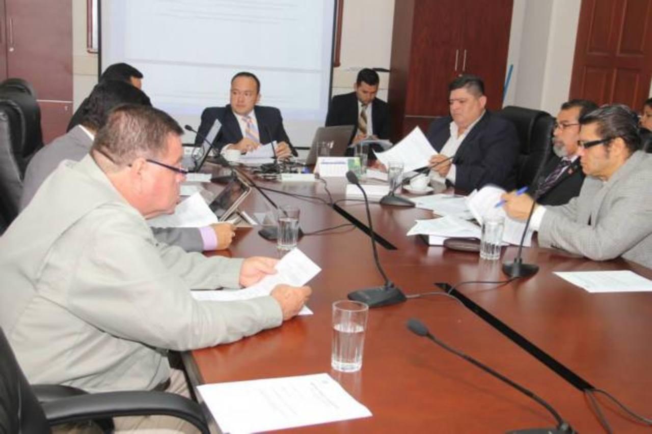 La comisión de Trabajo estudia anteproyecto ley. La Asamblea tiene hasta el 31 de diciembre para avalarla por fallo CSJ.