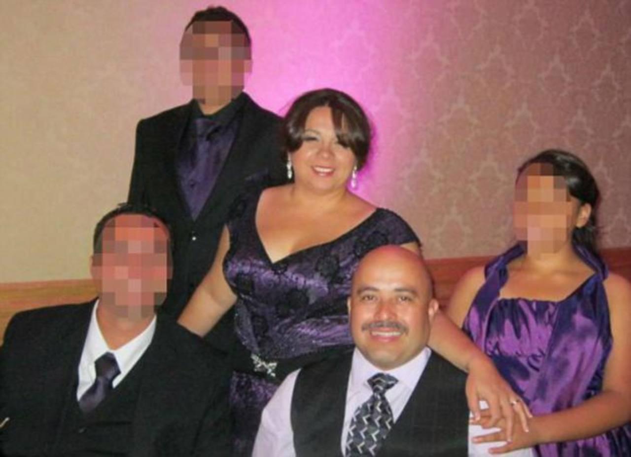 Gerardo I. Hernández junto a su esposa y otros miembros de su familia