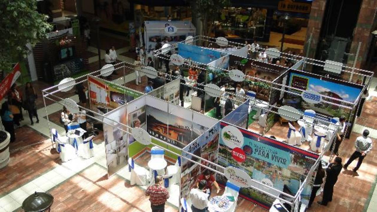 Con esta actividad se espera que más salvadoreños puedan acceder a tener una vivienda. foto edh / archivo