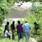 El joven se encontraba jugando a la orilla del río y cayó accidentalmente, cuando fue arrastrado por el caudal del Acelhuate.
