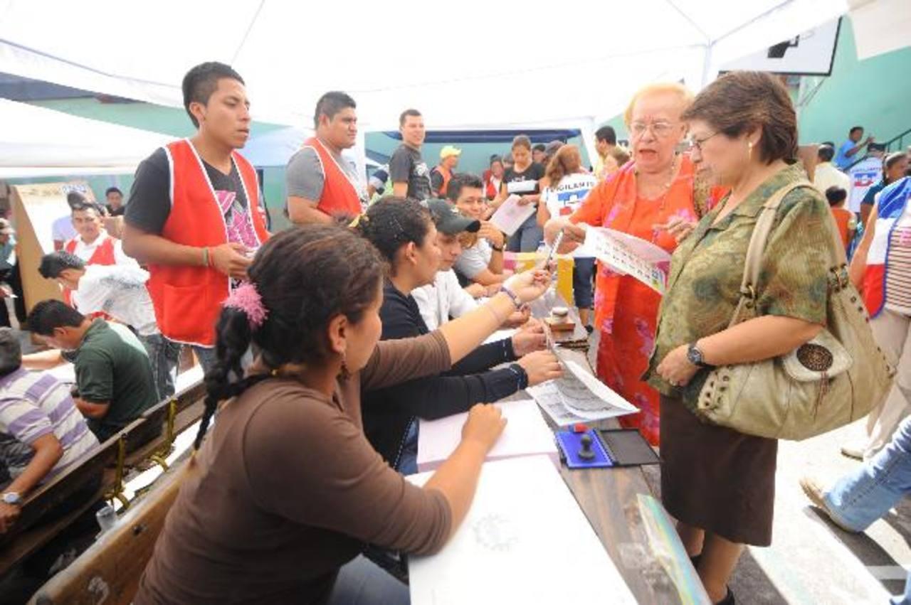 En 2014 será la primera vez que el acercamiento de urnas se hará en todo el territorio nacional. Foto EDH / archivo