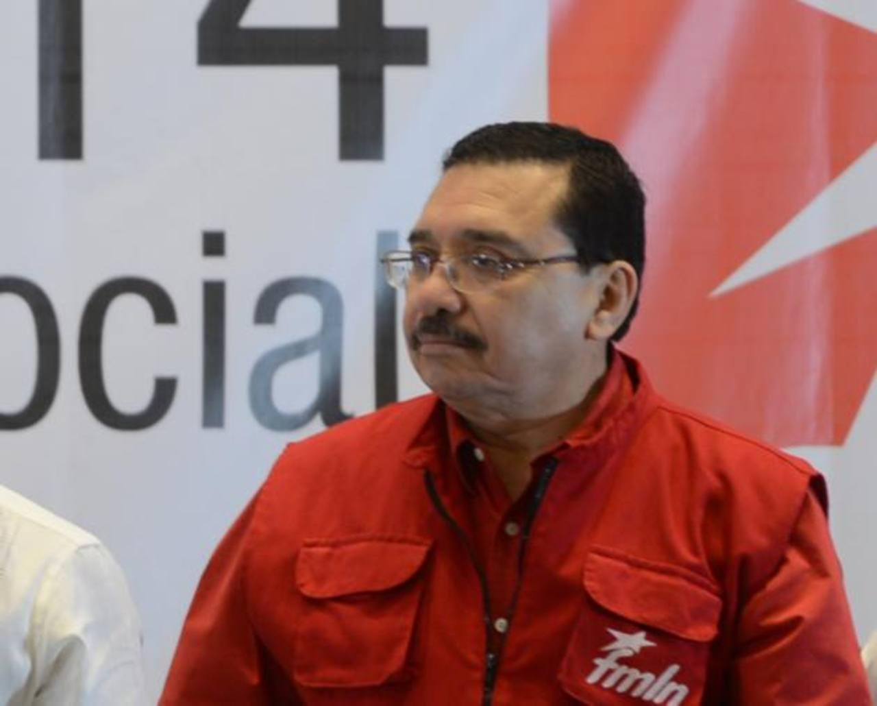 Medardo González, del FMLN, criticó que se pida incluir a políticos en ley lavado de dinero y no a medios de comunicación.