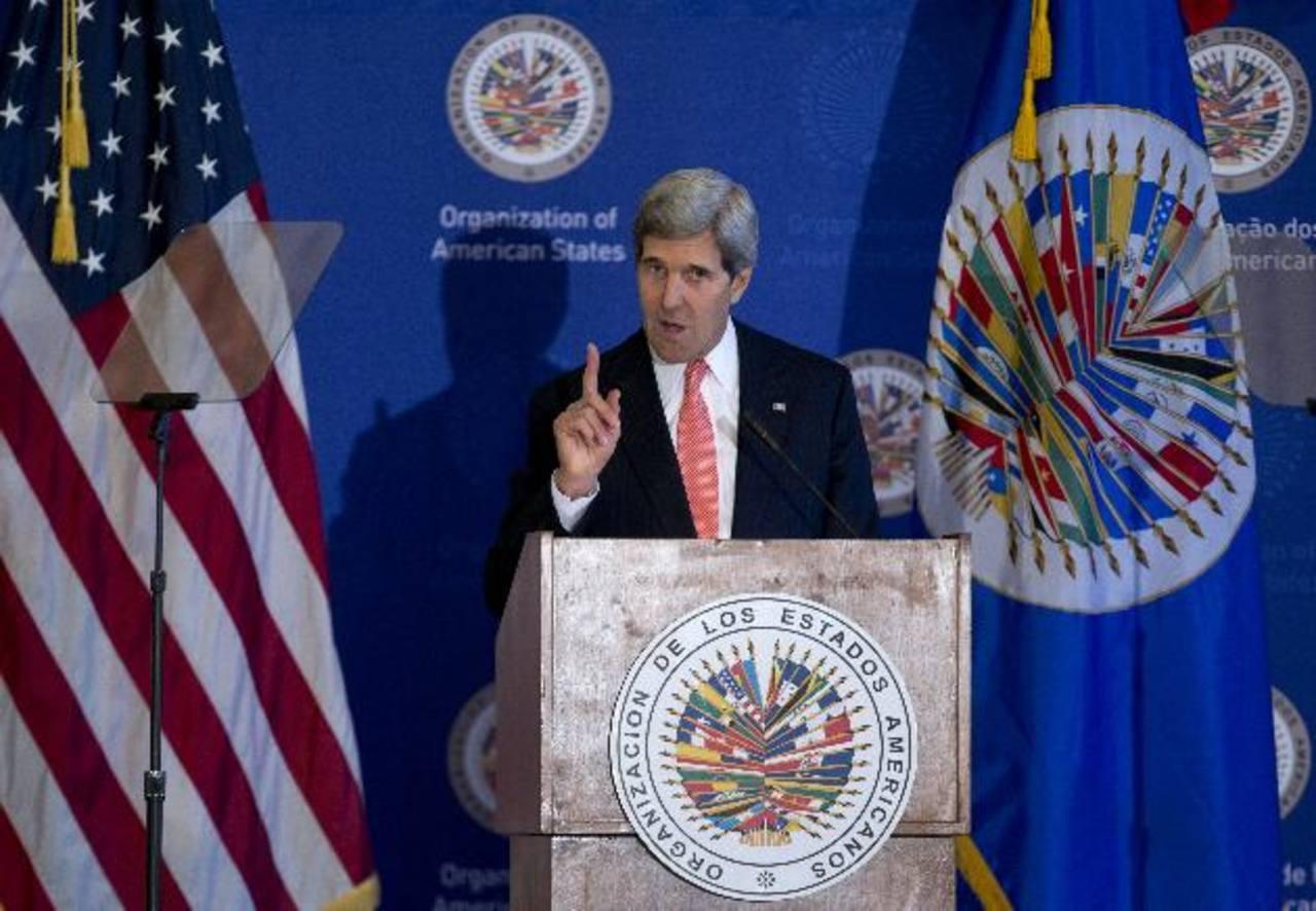 El secretario de Estado de EE. UU., John Kerry, se dirige al auditorio reunido en la OEA. foto edh / AP