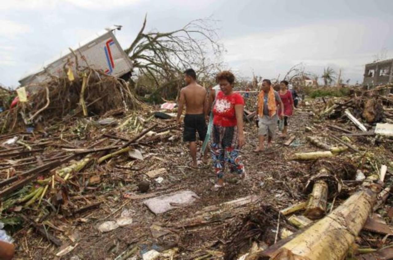 Según informes, un centenar de personas habría muerto por el tifón. Se calculan daños extensos tras el fenómeno FOTO Reuters