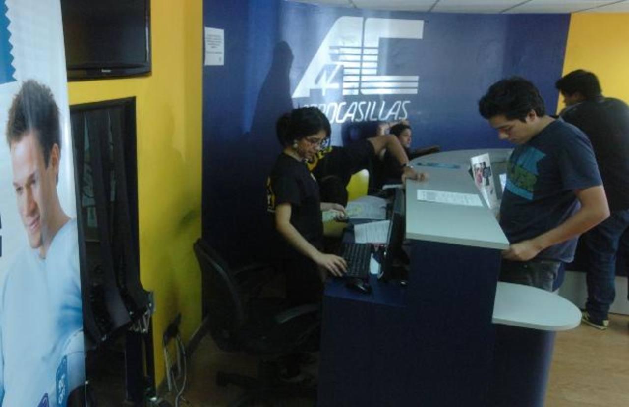 El servicio de paquetería y de compras online ha crecido entre los consumidores salvadoreños. Foto EDH / archivo