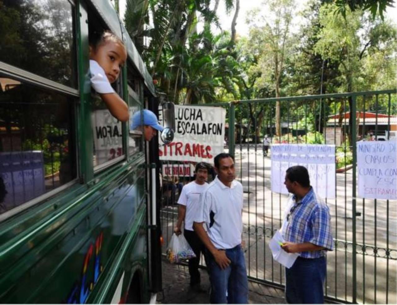Dependencias de Secretaría de Cultura protestan y piden mejoras salariales. Parques están cerrados. FOTO EDH/Archivo