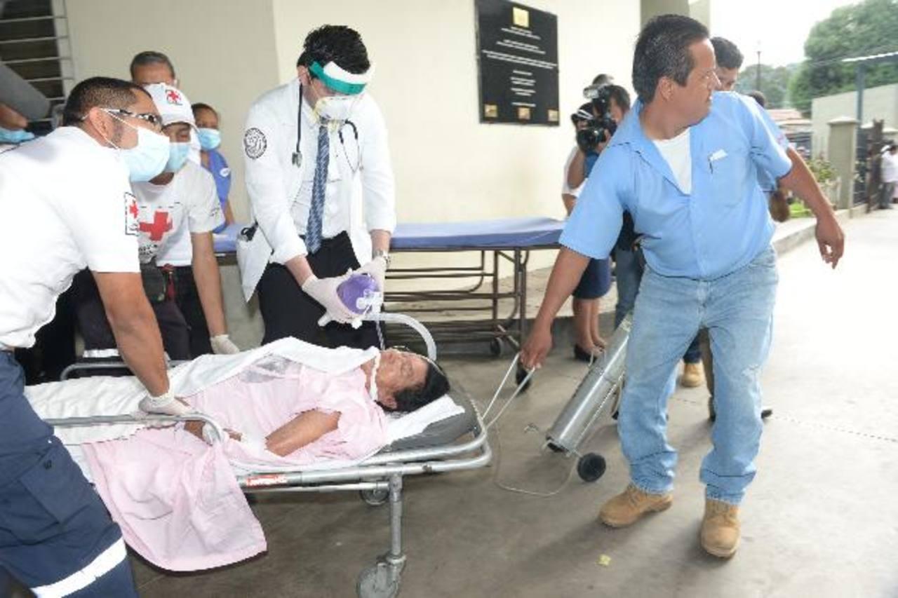 Las víctimas ingirieron los alimentos al regresar de visitar a enfermos en el cantón El Progreso, en Quezaltepeque. Foto EDH / René Estrada