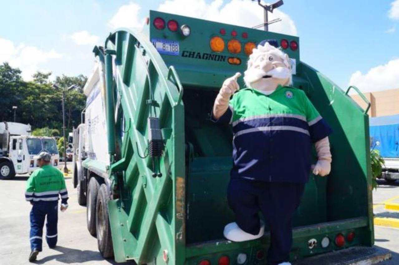 Pepe Ornato lidera la campaña de limpieza en esta ciudad industrial. foto cortesía de la alcaldía