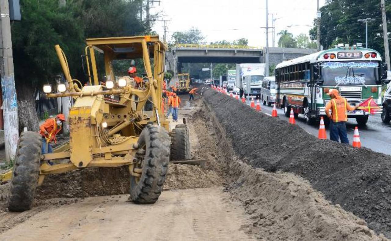 El Fovial da mantenimiento a la fecha a 6,500 km. de carreteras. Foto EDH/ archivo