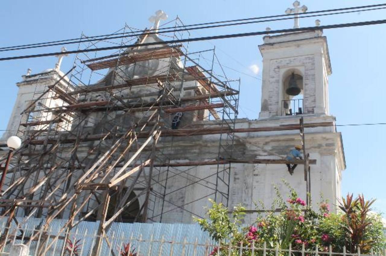 Las reparaciones se dan después de 12 años. Templo fue afectado por terremotos de 2001. Foto EDH / Roberto Díaz Zambrano