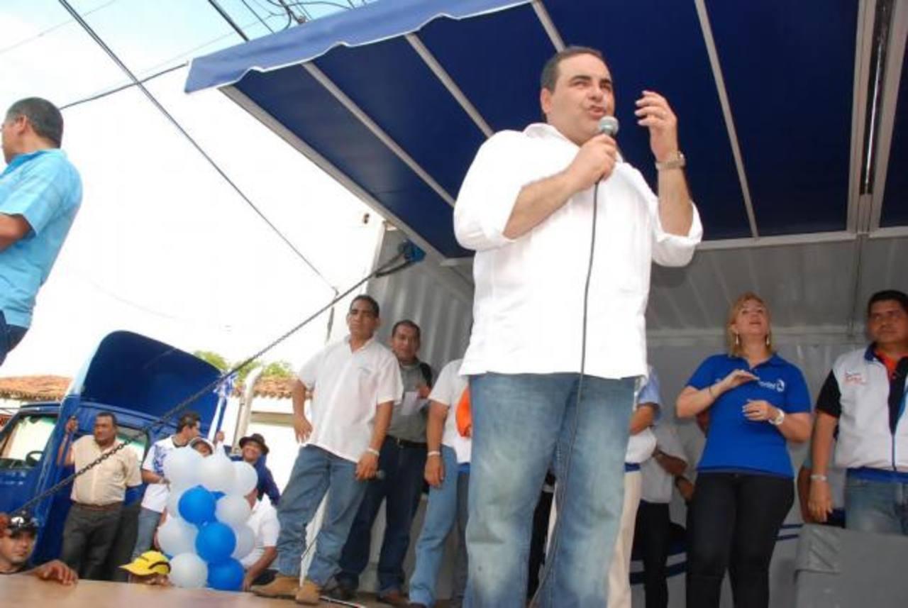 El candidato por Unidad, Tony Saca, se dirige a sus simpatizantes en la ciudad de La Unión. Foto EDH / Insy Mendoza
