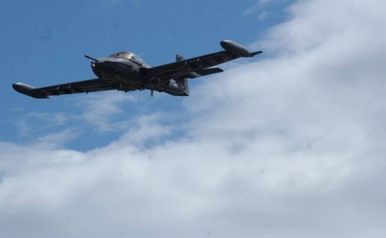 Chile vendió estos aviones para modernizar su flota aérea y según el ministro Munguía Payés, al país le sirven para luchar contra diversas amenazas. Foto EDH