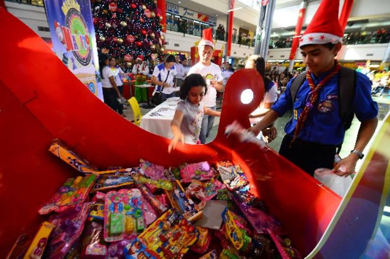 En la actividad se recolectaron juguetes que serán entregados el 6 de enero de 2014. foto edh /DOUGLAS URQUILLA