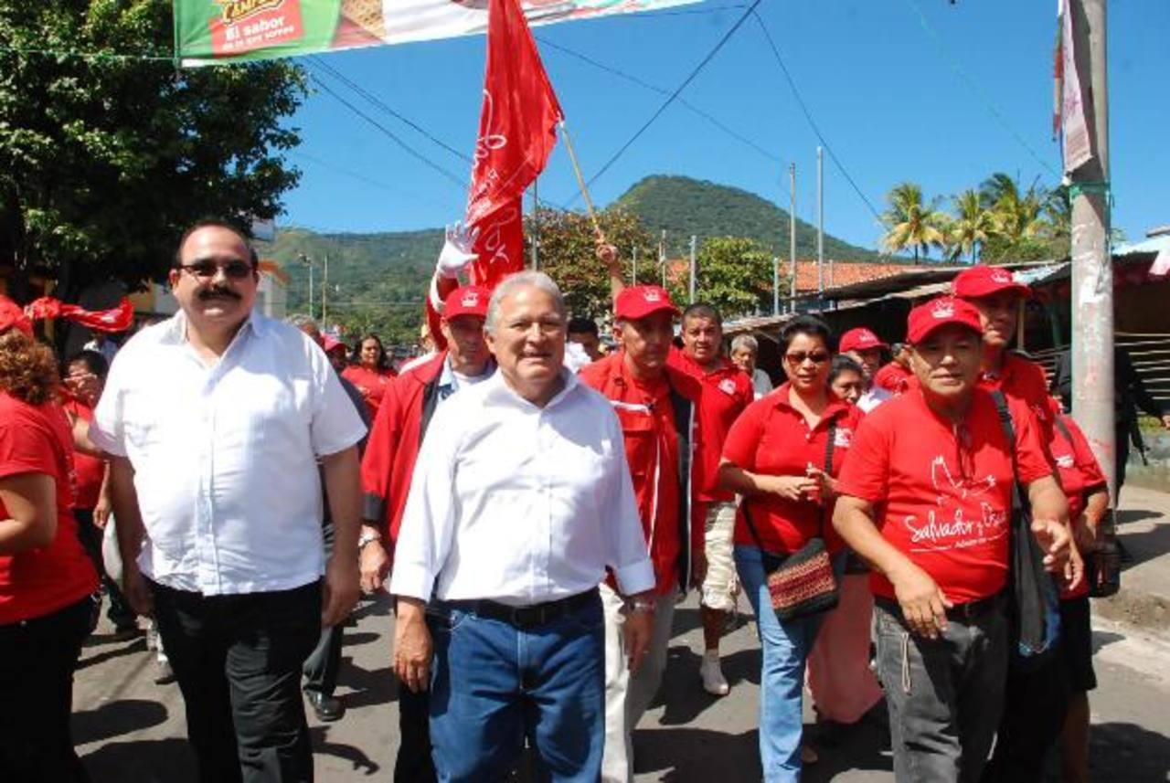 El candidato del FMLN, Salvador Sánchez Cerén, recorrió varios municipios de Usulután. Foto EDH
