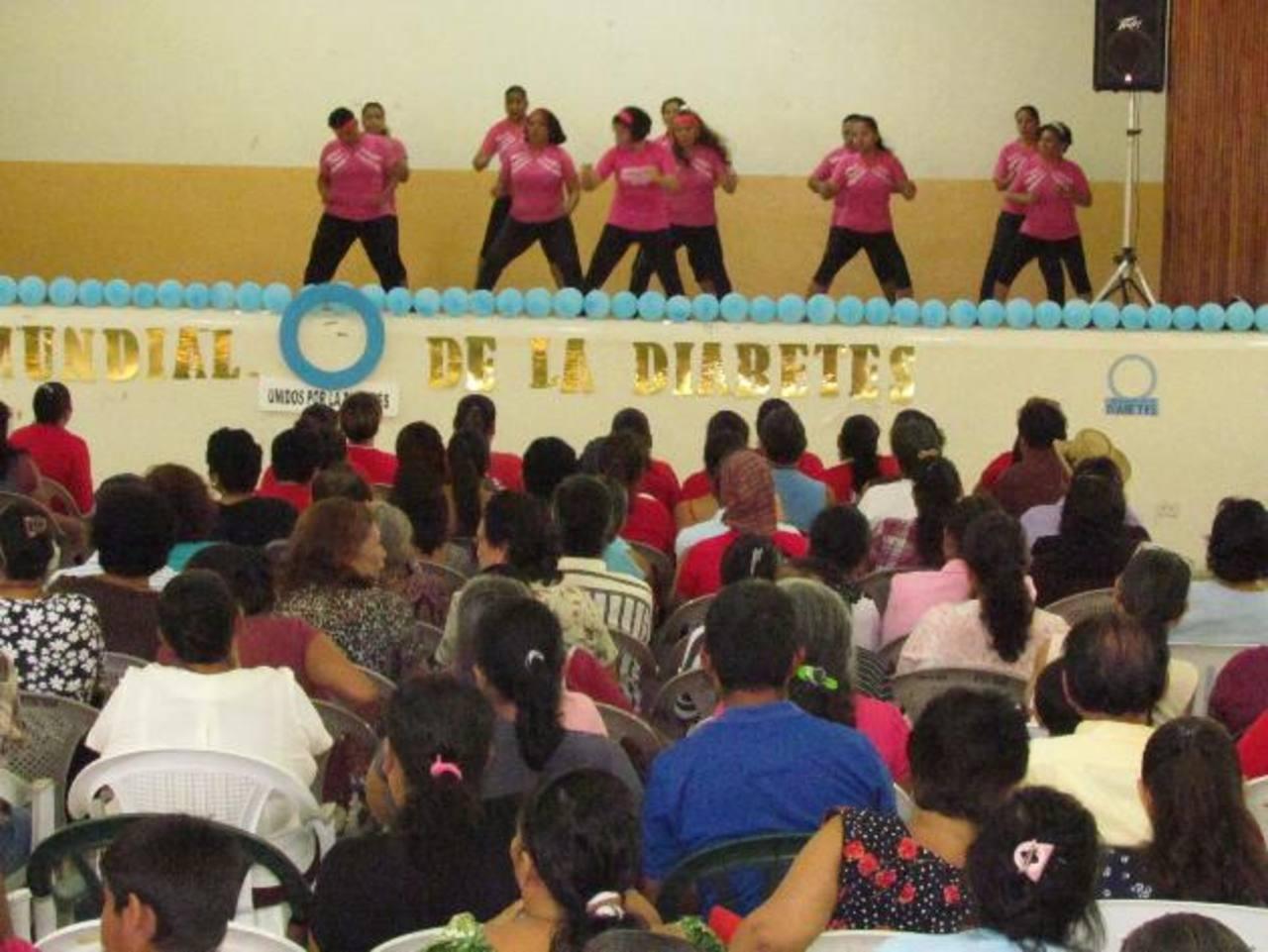Las personas con la enfermedad también compartieron experiencias durante el convivio. foto edh / MAURICIO GUEVARA