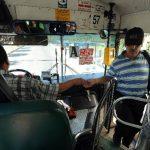 Los usuarios de las rutas de buses y microbuses de Santa Tecla prefieren pagar en efectivo.