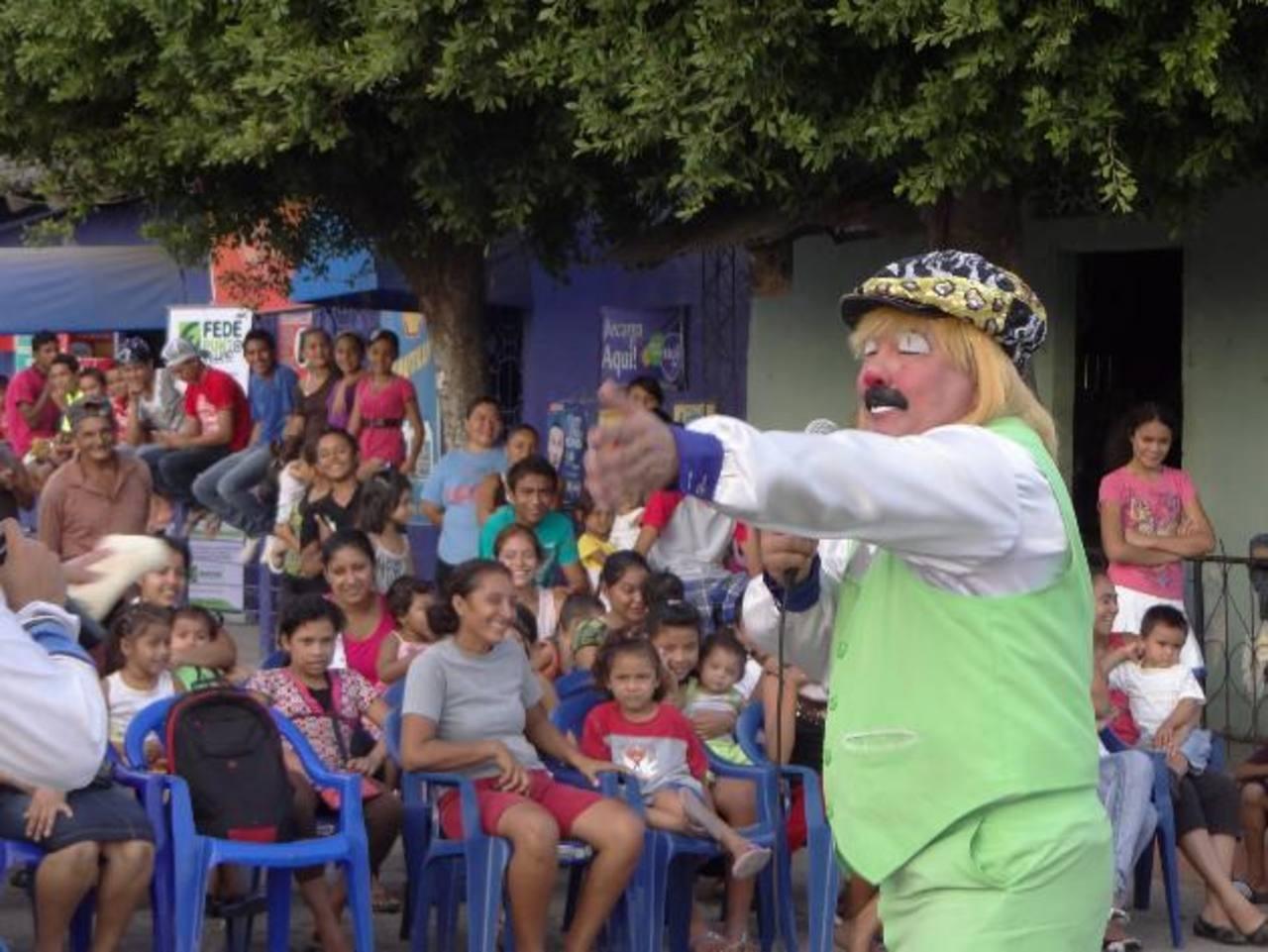 Pizarrín comenzó el espectáculo de valores el año pasado en Usulután. En cada visita gozaron niños y adultos. Foto edh/cortesiaLos juegos mecánicos ya fueron instalados en el campo de la feria. foto edh/Lucinda Quintanilla