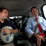 En una imagen de septiembre de 2009, el senador Creigh Deeds con su hijo Gus. Foto/ AP - Archivo