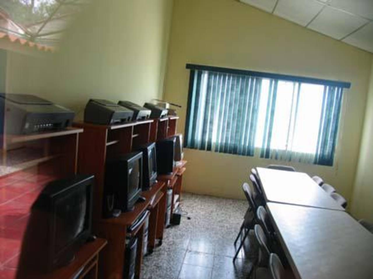 Área de computo de la Fundación ÉXODO en Olocuilta.