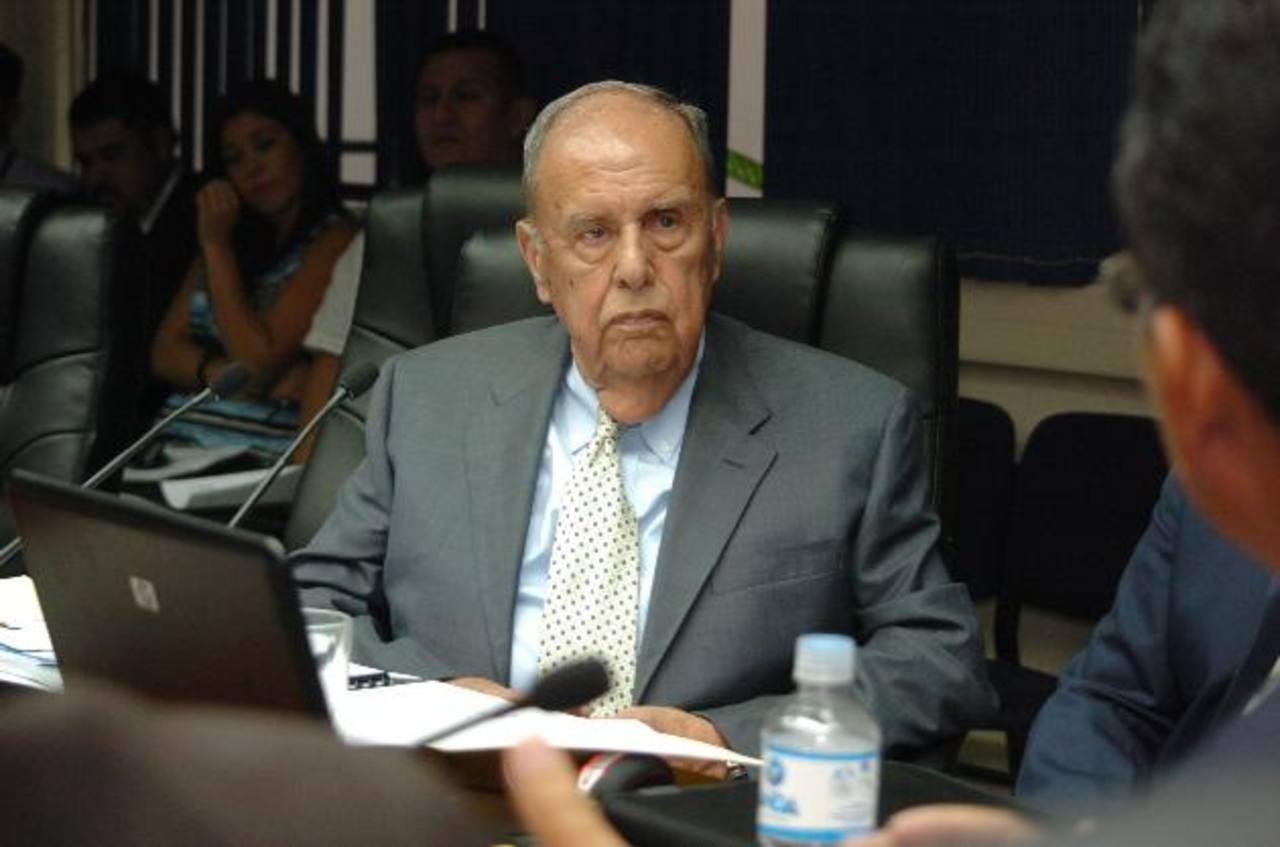 El exfuncionario, Guillemor Sol Bang acudió en abril de este año a la comisión especial de la Asamblea que investigaba el caso CEL- Enel. Foto/ Archivo