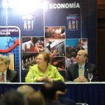 La mesa de honor escucha las palabras del Dr. Eduardo Wollants. Foto EDH/Marlon Hernández