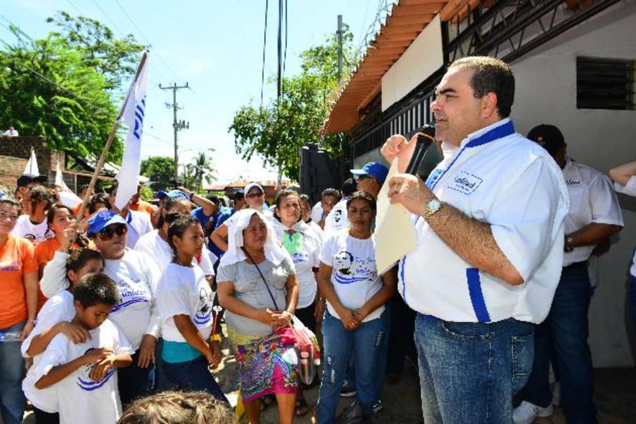 El candidato del Movimiento de Unidad, Tony Saca, inauguró ayer una casa de Unidad en el Puerto de La Libertad y otra en Lourdes, jurisdicción de Colón. foto edh / césar avilés