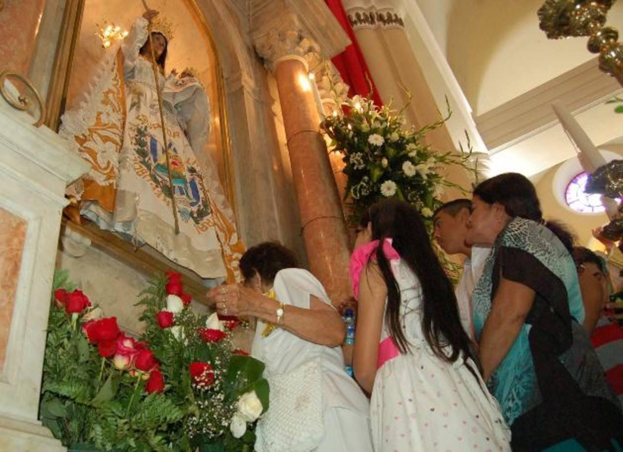 Reina de La Paz: Historia llena de milagros y gran devoción católica