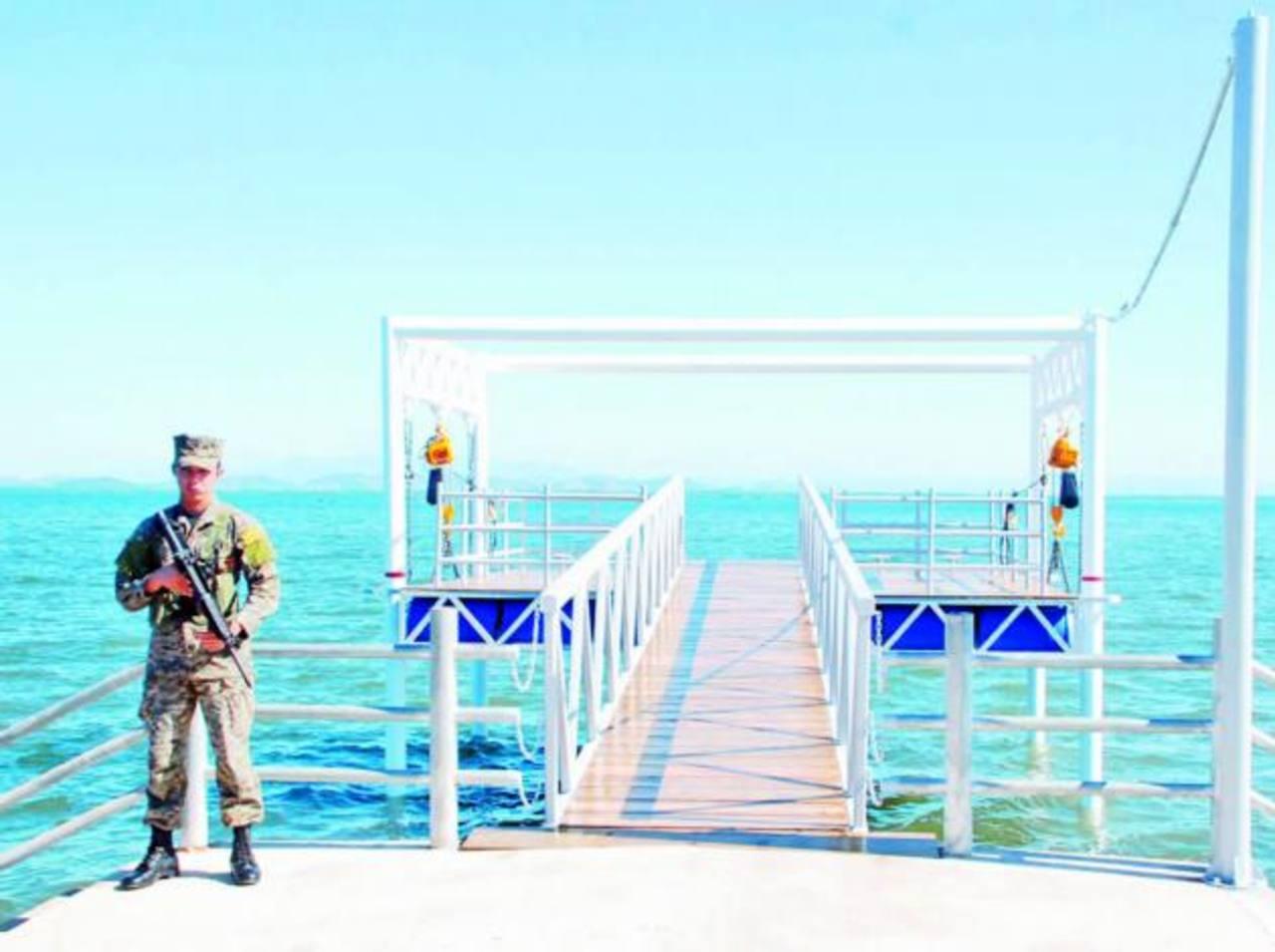 La Naval capacita al personal municipal que manejara el muelle. Foto EDH/ insy mendoza