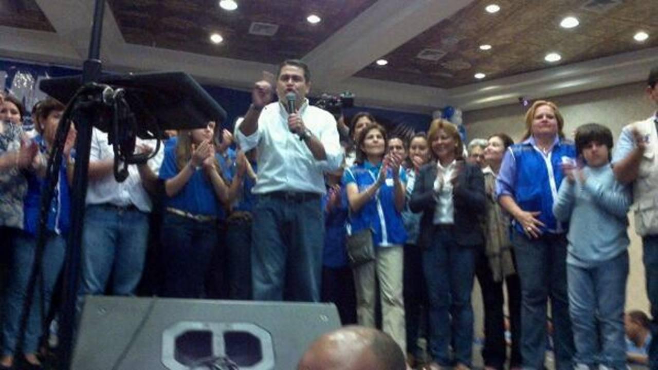 El oficialista Juan Orlando Hernández gana las elecciones presidenciales en Honduras. Foto Mario Amaya, enviado especial en Honduras