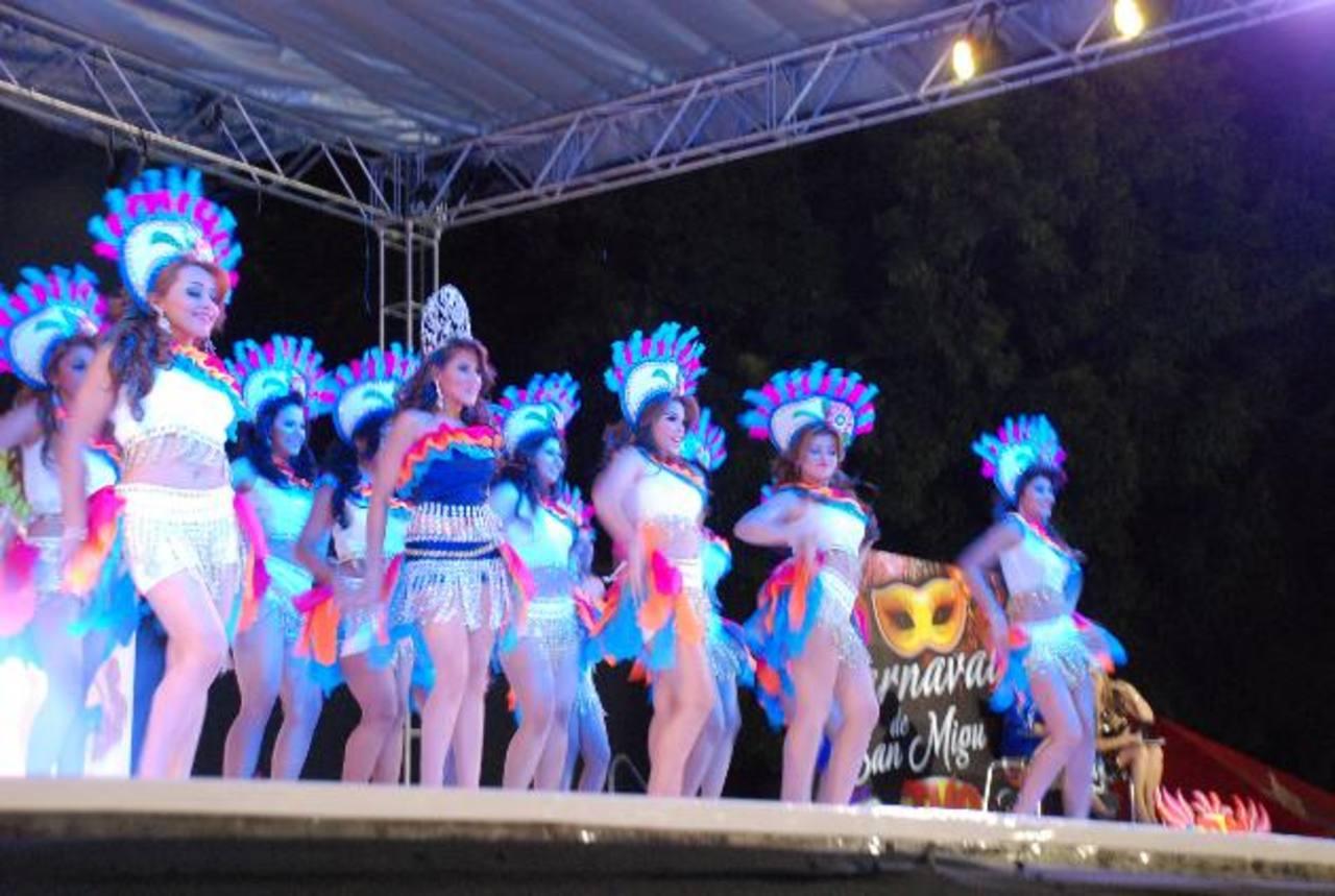 Parte de la preparación de las 17 candidatas se vio en la presentación del pasado 3 de noviembre. Foto EDH / Lucinda Quintanilla