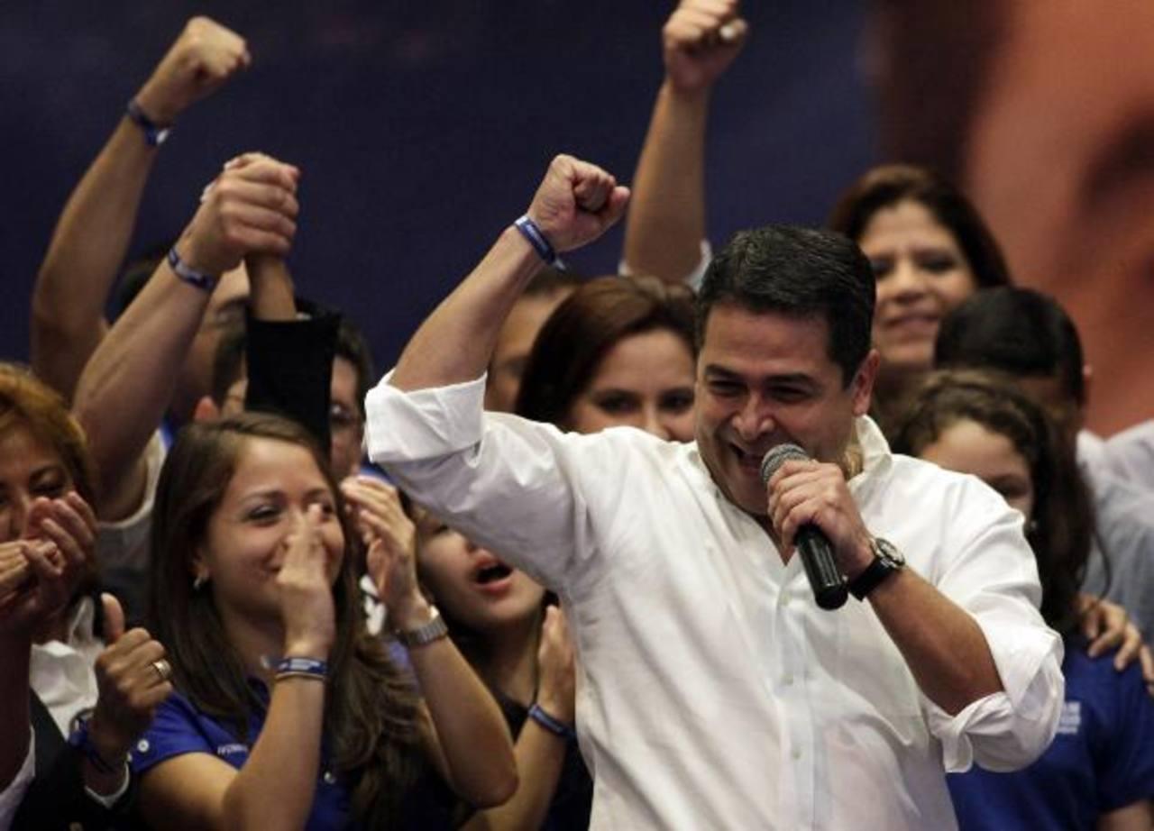 El candidato del PN lleva la delantera en el conteo de votos que aún no termina. foto edh/Reuters