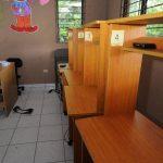 Delincuentes robaron las seis computadoras más nuevas que tenía el centro de cómputo en Olocuilta. Foto EDH / C. Castillo.