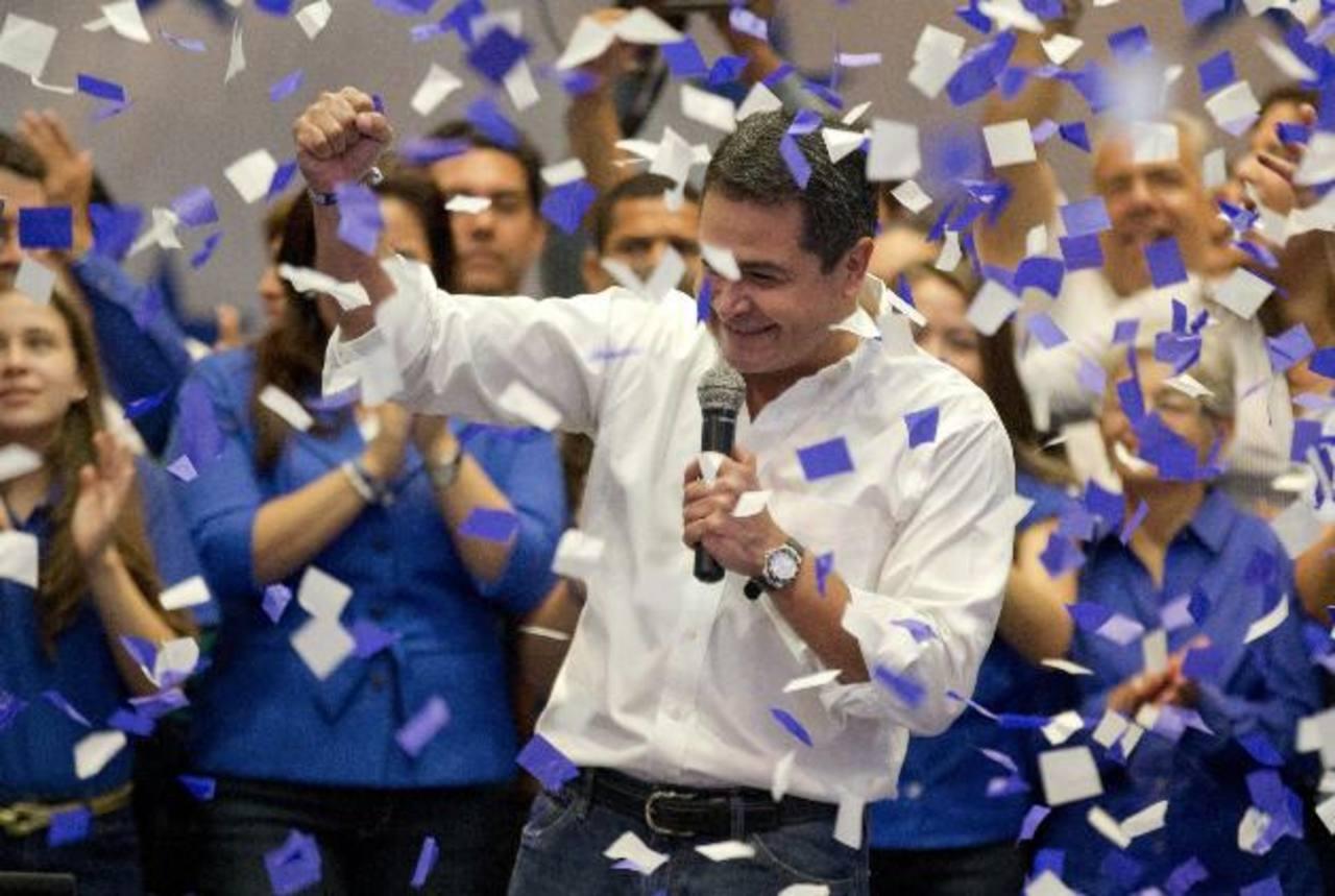 Juan Orlando Hernández se autoproclamó ganador el pasado domingo antes que el TSE rindiera su primer informe, pero ayer confirmó su victoria.