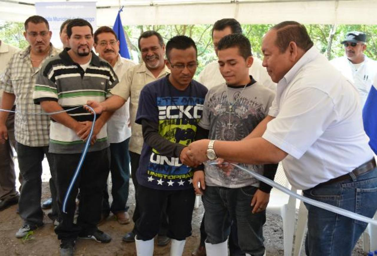 Salvador Ruano, alcalde de Ilopango, fue el primer edil en firmar el convenio de los municipios Libres de Violencia con las pandillas. Foto EDH / Archivo