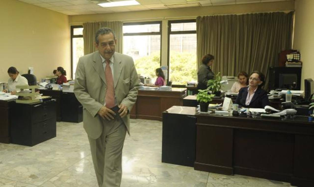 El presidente en funciones de la Corte Suprema, Florentín Meléndez, declaró que los empleados judiciales pueden estar tranquilos. Foto EDH / Archivo.