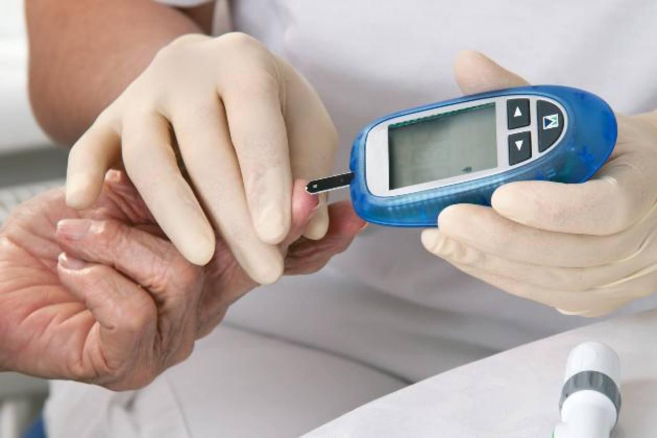 Científicos mexicanos desarrollan chip para controlar diabetes en tiempo real