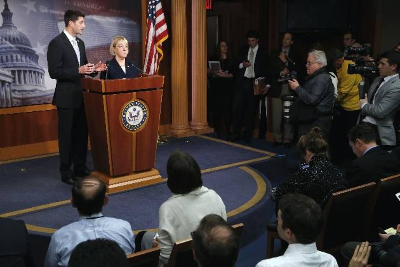 El presidente del Comité del Presupuesto de la Cámara de Representantes, Paul Ryan (Republicano, Wisconsin) y la presidenta del Comité del Presupuesto del Senado, Patty Murray (Demócrata, Washington), conducen una conferencia de prensa para anunciar