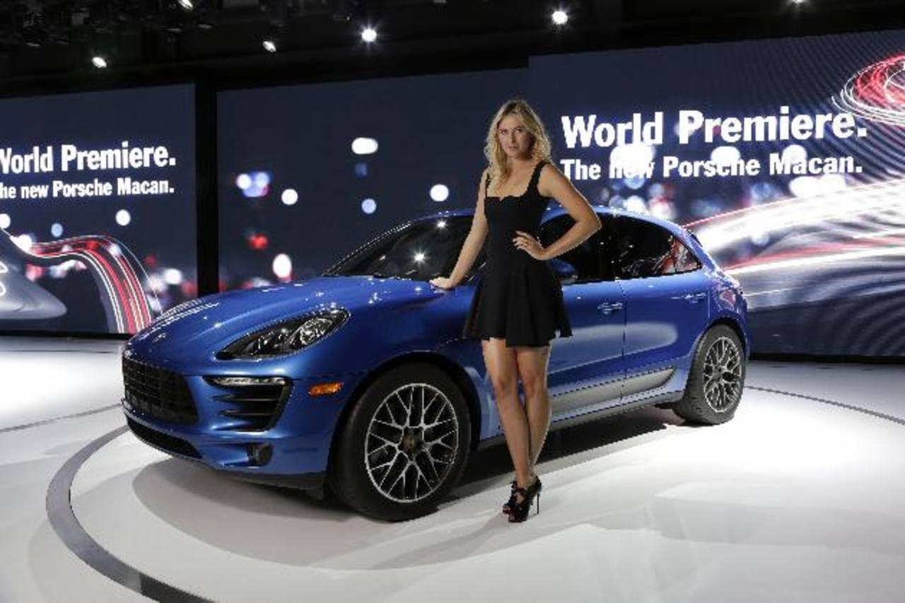 Maria Sharapova junto al nuevo Porsche Macan en el estreno del nuevo miembro de la familia Porsche. Según la marca teutona, están en capacidad de fabricar hasta 50 mil unidades anuales del Macan en su planta de Leipzig.