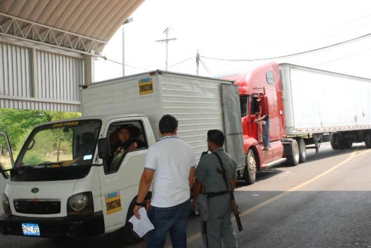 Se espera contrarrestar el contrabando, la elusión y la evasión fiscal. Foto EDH/archivo