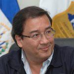 Fiscal Luis Martínez le recuerda la obligación tributaria al presidente Funes. Foto EDH